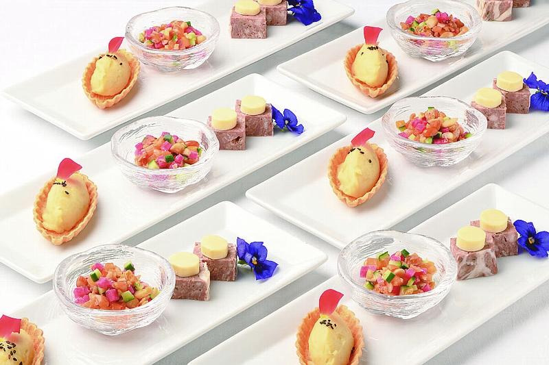 ①【洋】オードブルヴァリエ サツマイモのムースタルト、柿とナッツのサラダ、 パテ・ド・カンパーニュとチーズのピンチョス