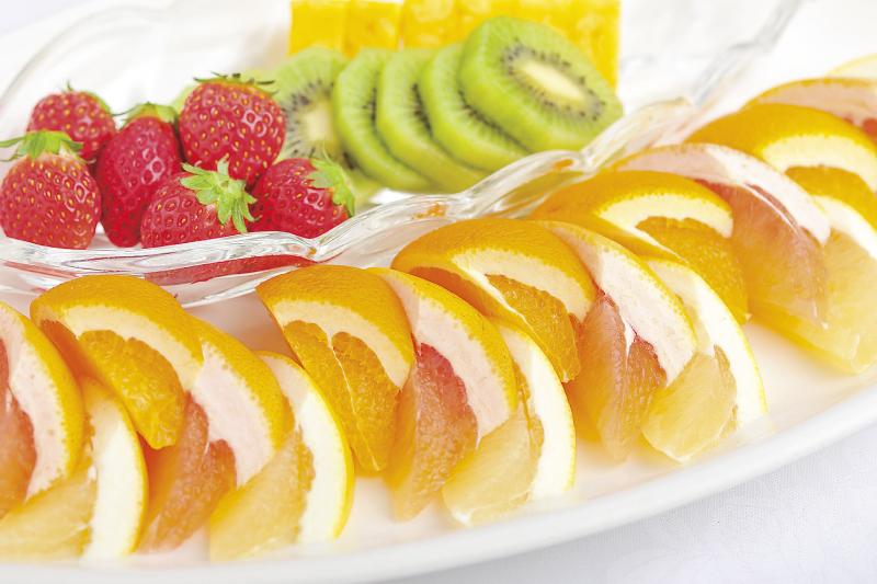 17.デザート 季節のフルーツ盛合せ
