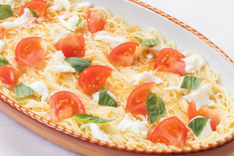 ⑬ トマトとバジルの冷製カッペリーニ カプレーゼ仕立て