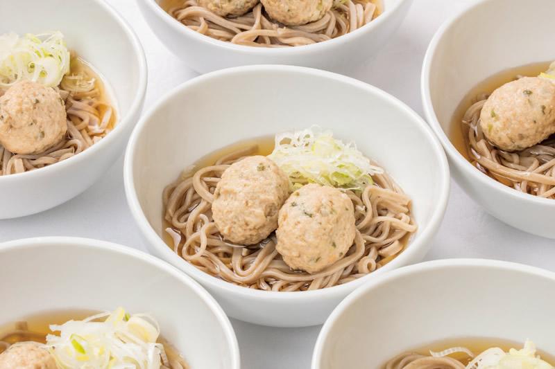 ⑮ 鶏つくね蕎麦(冷製 or 温製)