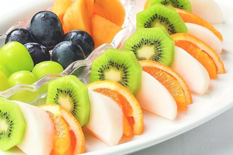 ⑰ 季節のフルーツ盛合せ
