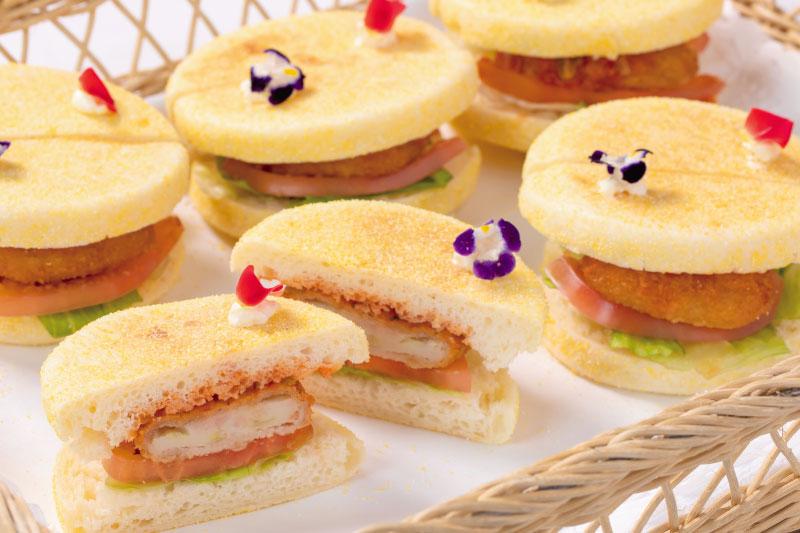 14.食事(洋) ぷりぷり海老カツサンド スパイスサルサソース