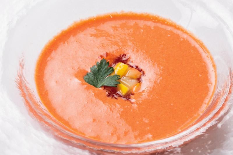 ② 赤パプリカの冷製スープにさっぱりトマトのジュレ添え