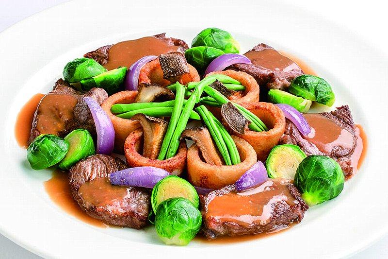 牛ロースステーキと彩野菜 3種のソース
