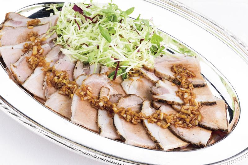 3.前菜(中) 信州オレイン豚の低温ロースト 熟成香醋と玉葱ソース