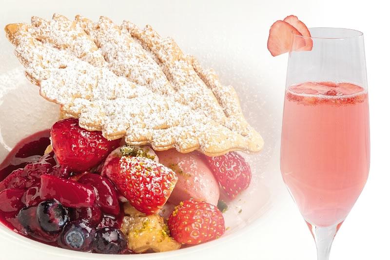 【フランス料理ソルプレーサ】「苺とマスカルポーネのリーフパイベリショー仕立て」と「フレッシュストロベリーのシャンパンカクテル」