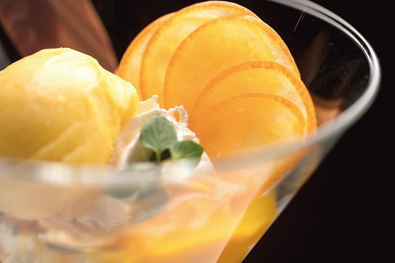 フランス料理ソルプレーサからは絶品ア・ラ・カルト「宮崎県産金柑と日本酒のパルフェ」