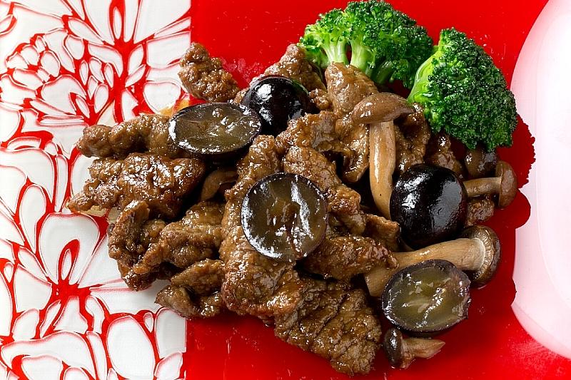 巨峰と牛肉のバーベキューソース炒め [1F]中国レストラン聖紫花