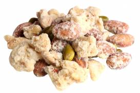 シロップで煮詰めた2種類のナッツとピスタチオをミックスした「シュガーナッツ」