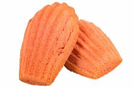苺の風味豊かにしっとりと焼き上げた「苺マドレーヌ」
