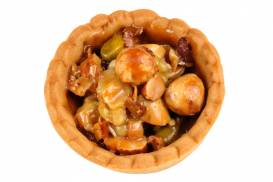 タルト生地に3種類のナッツをヌガーでからめて焼き上げた「クロカントミラー」