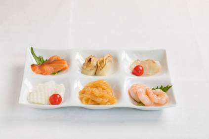 ※海鮮冷麺の具は別皿でご用意いたします。