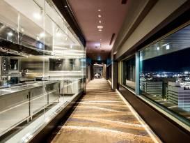 期待感高まるオープンキッチンとエントランスアプローチ