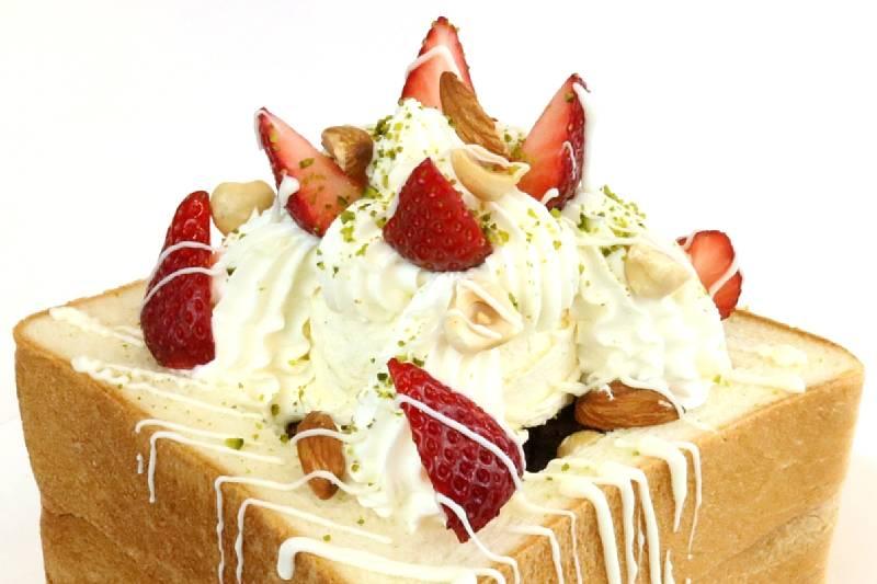 アイスいちごミルクトーストボックス byペストリー金子料理長